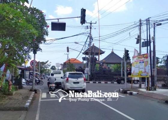 Nusabali.com - arus-lalu-lintas-kacau-akibat-traffic-light-padam