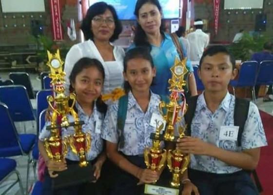 Nusabali.com - smpn-1-semarapura-beri-siswa-tugas-pakai-whataps