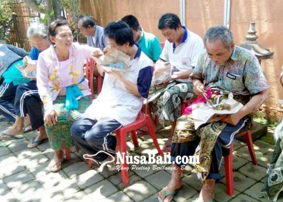 Nusabali.com - eks-odgj-dan-lansia-di-tabanan-rayakan-hari-kasih-sayang