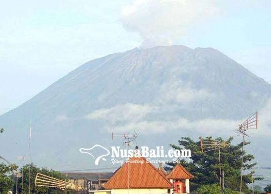 Nusabali.com - gunung-agung-erupsi-4-desa-terpapar-hujan-abu