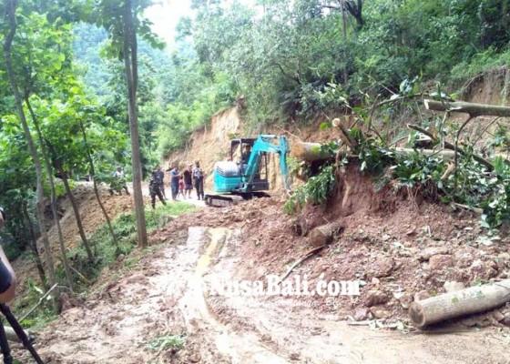 Nusabali.com - bpbd-tuntaskan-penanganan-longsor-di-satu-titik