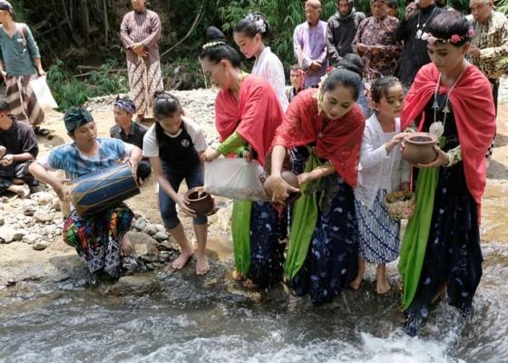 Nusabali.com - ritual-bhakti-tirta-bumi