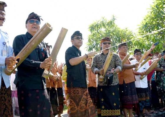 Nusabali.com - jaya-negara-buka-lomba-petakut-pindekan-dan-sunari