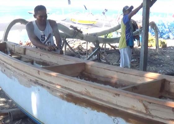 Nusabali.com - jukung-tradisional-terancam-punah
