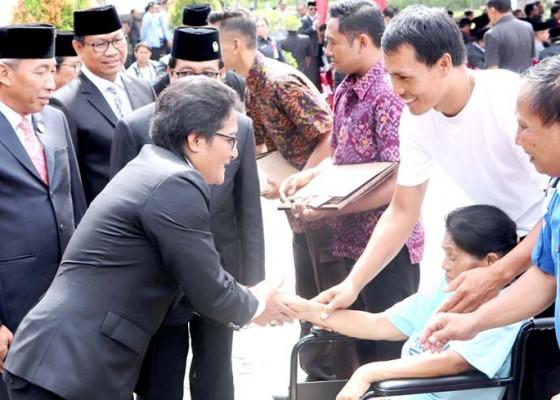 Nusabali.com - realisasikan-bantuan-2000-bedah-rumah-ke-enam-kabupaten