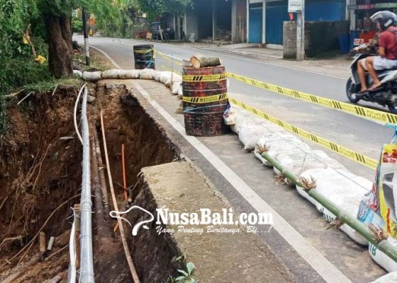 Nusabali.com - tepi-jalan-kintamani-kubutambahan-ambles