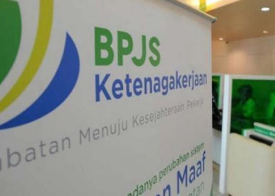 Nusabali.com - bendesa-padangtegal-terima-penghargaan-bpjs-ketenagakerjaan