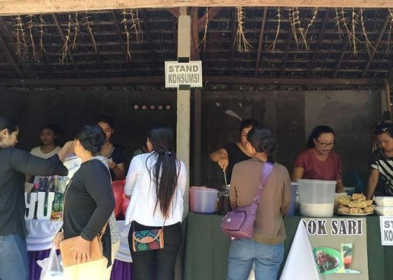 Nusabali.com - buka-warung-makan-gratis-di-acara-rat