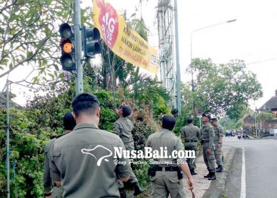 Nusabali.com - pol-pp-tabanan-berangus-iklan-dan-spanduk