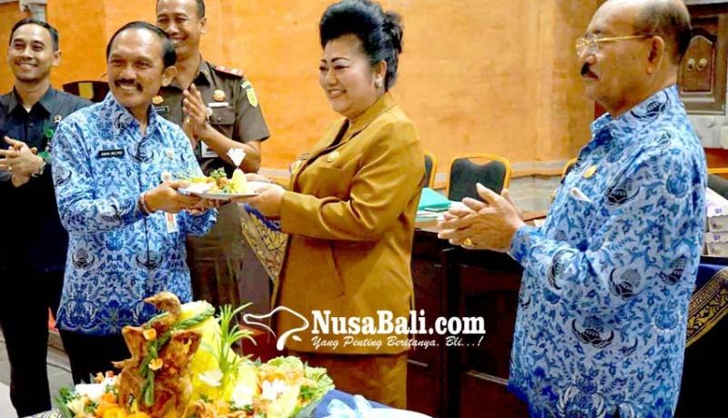 www.nusabali.com-bupati-mas-sumatri-minta-hadiah-ke-opd