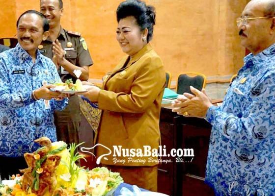 Nusabali.com - bupati-mas-sumatri-minta-hadiah-ke-opd