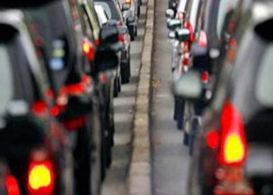 Nusabali.com - urai-kemacetan-di-badung-selatan-pemberlakuan-jam-operasional-truk-material-bakal-dikaji