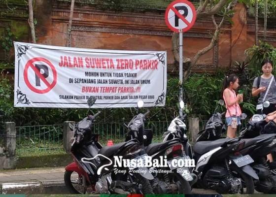 Nusabali.com - dishub-diminta-kaji-rambu-larangan-parkir-motor-di-ubud