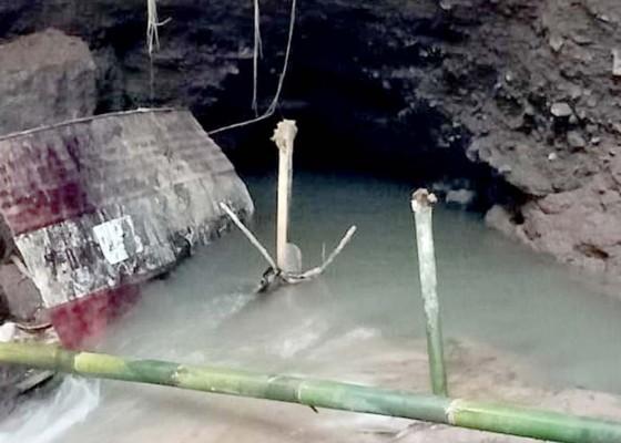 Nusabali.com - terowongan-tersumbat-debit-air-mengecil