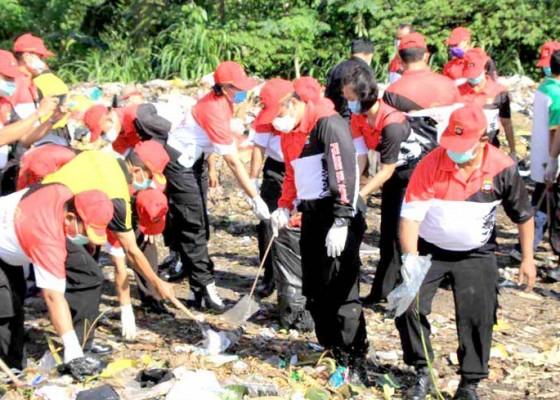 Nusabali.com - kapolres-ajak-masyarakat-pilah-sampah-plastik
