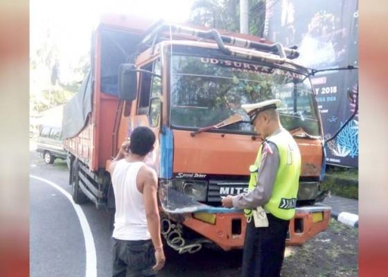 Nusabali.com - rem-blong-truk-seruduk-tiga-mobil