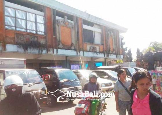 Nusabali.com - sampah-canang-terbakar-pedagang-kaget