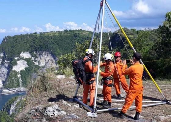 Nusabali.com - siswa-smk-hilang-pasca-terjatuh-dari-tebing-275-meter-di-nusa-penida