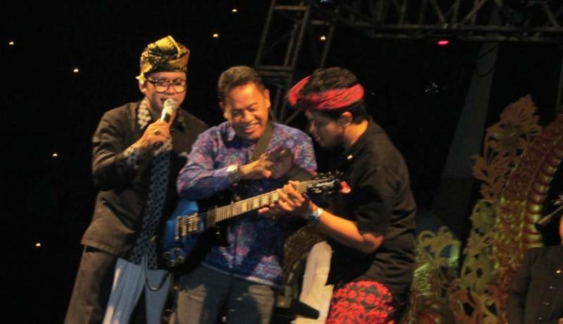 www.nusabali.com-balawan-lelang-gitar-nanoe-biroe-lelang-sepatu