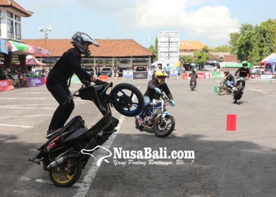 Nusabali.com - terminal-ubung-jadi-ajang-freestyle-dan-slalom-test