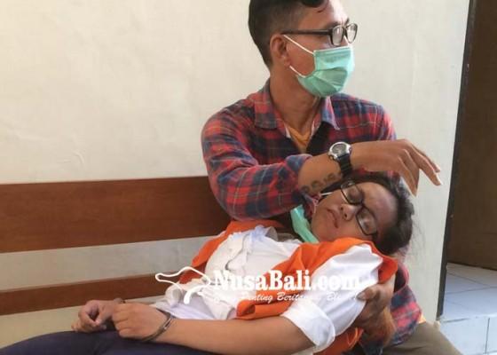 Nusabali.com - dituntut-10-tahun-pembunuh-bayi-pingsan
