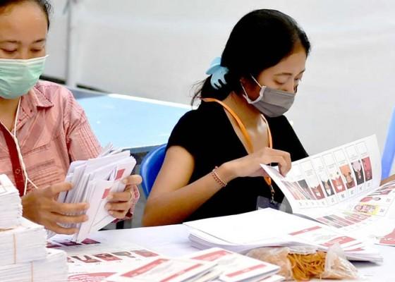 Nusabali.com - kerahkan-94-pekerja-diupah-rp-75-per-lembar