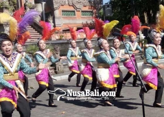 Nusabali.com - lomba-yel-yel-dan-tata-rias-meriahkan-jambore-pkk