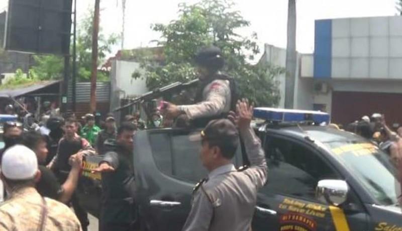www.nusabali.com-acara-prabowo-ricuh-polisi-lepas-tembakan