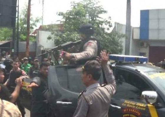 Nusabali.com - acara-prabowo-ricuh-polisi-lepas-tembakan