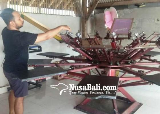 Nusabali.com - jelang-pengrupukan-orderan-sablon-kaos-laris-manis