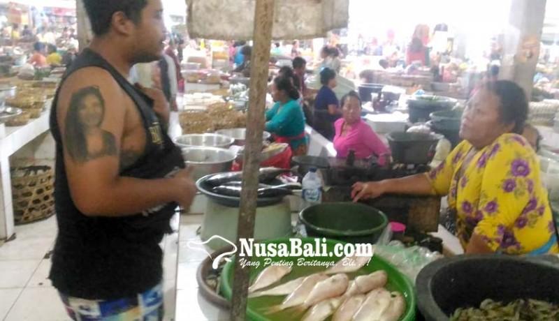 www.nusabali.com-pedagang-pasar-kidul-belum-kompak-berbusana-bali