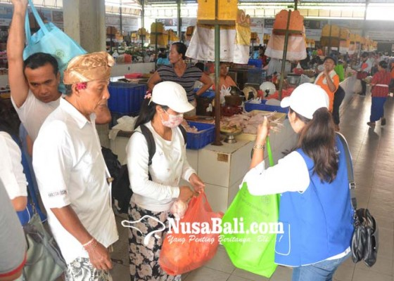 Nusabali.com - ratusan-tas-daur-ulang-diserbu-pengunjung-pasar