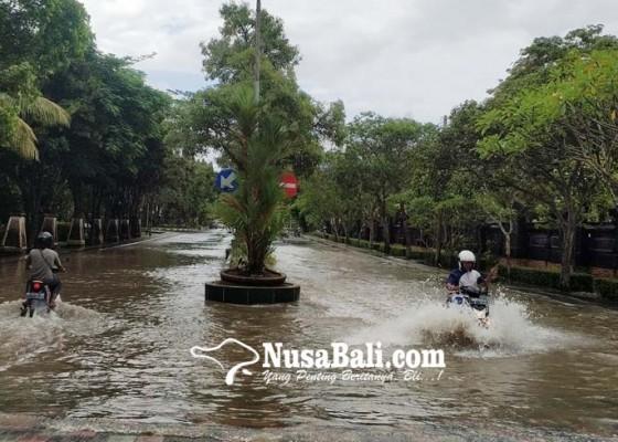 Nusabali.com - hujan-sejam-jalan-ke-civic-center-banjir