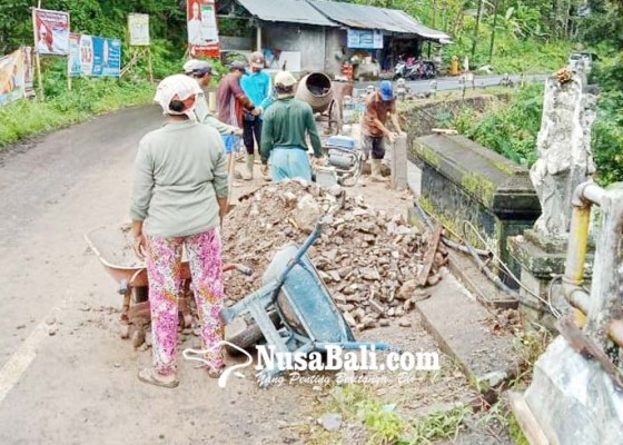 Nusabali.com - senderan-jembatan-banyuatis-bengkel-diperbaiki