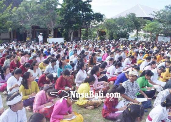 Nusabali.com - 1146-siswa-smkn-amlapura-nyurat-aksara-bali