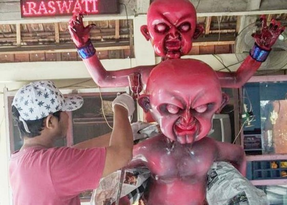 Nusabali.com - umat-non-hindu-bikin-ogoh-ogoh-dan-amankan-nyepi