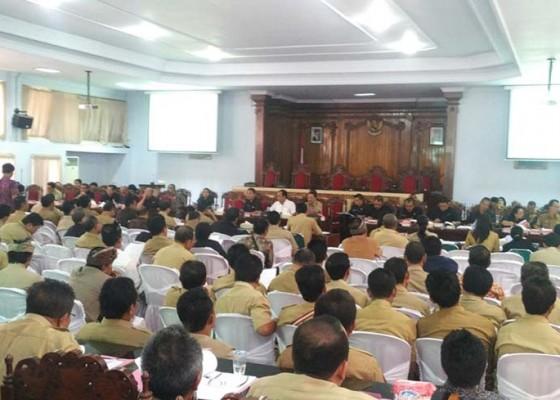Nusabali.com - dprd-sosialisasikan-tiga-ranperda-aparat-desa-dan-bendesa-walk-out