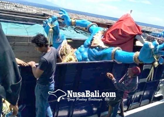 Nusabali.com - seberangkan-ogoh-ogoh-dengan-kapal-tongkang