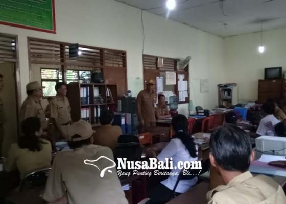 Nusabali.com - sekda-tabanan-sidak-pegawai-sampaikan-kekurangan-kursi