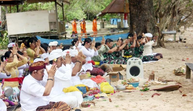 www.nusabali.com-upacara-melasti-di-papua-barat