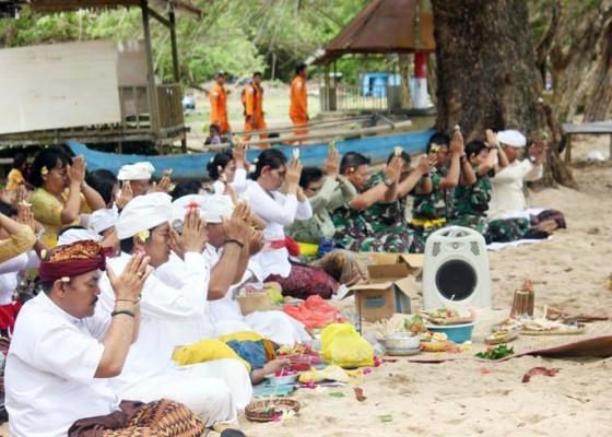 Nusabali.com - upacara-melasti-di-papua-barat
