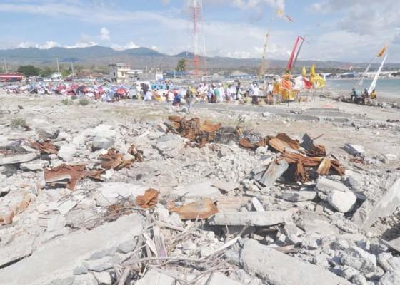 Nusabali.com - melasti-di-bekas-lokasi-tsunami-palu