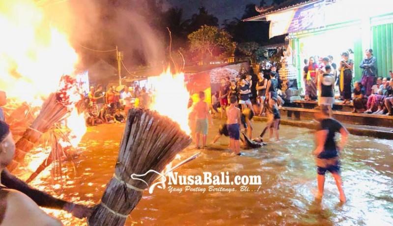 www.nusabali.com-tanpa-ogoh-ogoh-krama-lanang-lakoni-ritual-mabayang-bayang