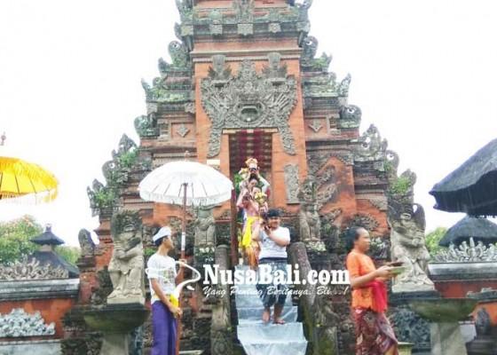 Nusabali.com - desa-pakraman-bratan-samayaji-gelar-upacara-ngubeng