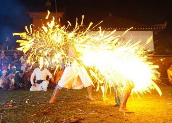 Nusabali.com - tradisi-lukat-geni-digelar-di-merajan-puri-satria-kawan