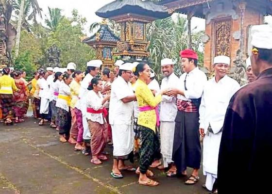 Nusabali.com - ngembak-gni-krama-munduktemu-saling-memaafkan-di-pura-desa