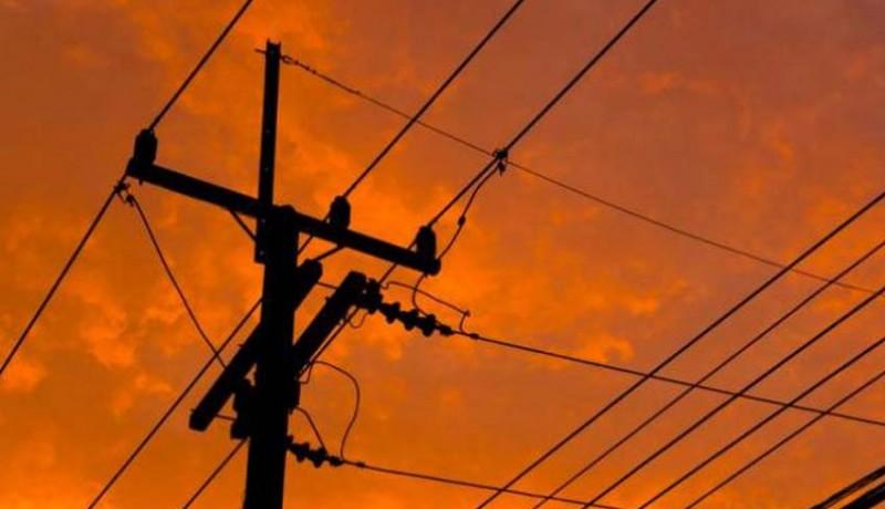 www.nusabali.com-jangan-sembarangan-pegang-tiang-listrik