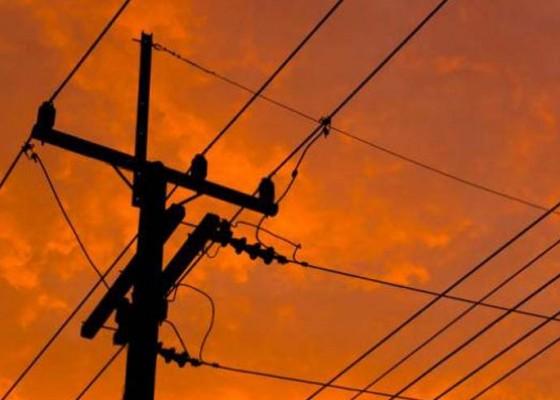 Nusabali.com - jangan-sembarangan-pegang-tiang-listrik