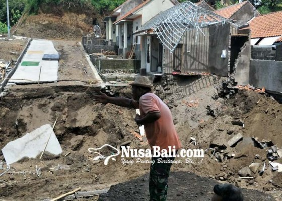 Nusabali.com - rumah-subsidi-hanyut-diterjang-air-meluap
