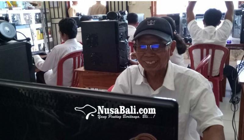 www.nusabali.com-pekak-73-tahun-ikut-kejar-paket-c-karena-termotivasi-menteri-susi